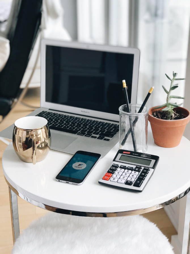 how to keep your desk organized at work